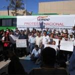 El propio gobierno federal es quien provoca el empleo informal y la subcontratación de trabajadores, señaló Oyoqui Flores durante la protesta.
