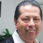 """Castro Orantes apuntó que dentro de la calificación que asignó la casa de evaluación financiera """"está incluido el proceso de reestructuración de la deuda y del endeudamiento adicional, que nosotros ya lo tenemos en doscientos millones de pesos, ya están incluidas ahí, eso ya no tiene ningún problema""""."""