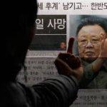 La muerte del líder norcoreano Kim Jong-il ha despertado incertidumbre en la comunidad internacional, que se debate entre el temor a un endurecimiento del conflicto nuclear y la débil esperanza de que sirva para la apertura del hermético régimen de Pyongyang.