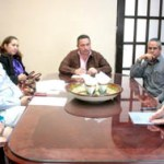 En este fallo se contó con la presencia del Lic. Héctor Alejandro Aréchiga de la Peña, contralor municipal; Cristela Castro, coordinadora del área de Recursos Humanos de Oomsapaslc y por parte de los licitantes se contó con los representantes de Seguros Monterrey New York Live, José Rodríguez y de Ricardo Vargas, del grupo AXA Seguros S.A de C.V.
