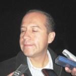 Alfredo Jaimes, gerente general de American Airlines en Los Cabos y zona norte, comentó que con cinco vuelos diarios está llegando al Aeropuerto Internacional de Los Cabos esta línea aérea, con lo cual mueven alrededor de 15 mil pasajeros por mes, por lo que esperan un 2012 igual que el 2011 pero con mayor afluencia de pasajeros.