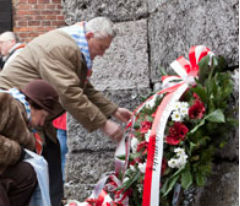 Recuerdan alemanes la Liberación de Auschwitz
