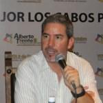 El turista que no contrató transportadora puede usar el servicio de taxi o cualquier otro medio marca la ley federal, dijo Alberto Treviño.