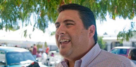 """""""Esperemos que Marcos Covarrubias no cometa el error de convertirse en presidente de partido y no en gobernador del estado como el presidente Calderón quien está más preocupado por que gane su partido que por gobernar el país"""" dijo Ricardo Barroso."""