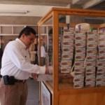 El M. en C. Gustavo Rodolfo Cruz Chávez, Rector de la UABCS, acudió a comprar el primer billete al módulo de la Lotería Nacional instalado en el Edificio de Rectoría de la universidad.