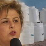 """""""En una visita que la alcaldesa de La Paz Esthela Ponce Beltrán hizo a la colonia Ampliación Navarro Rubio para supervisar el avance de las escalinatas que se construían en dicha colonia, y en lugar de tomar el avance del planteamiento, el proyecto y presupuesto elaborado por el SAPA, simplemente dijo, que la solución es 'instalar un tinaco de 10 mil litros'"""", situación con la que se encuentra en total desacuerdo los vecinos."""