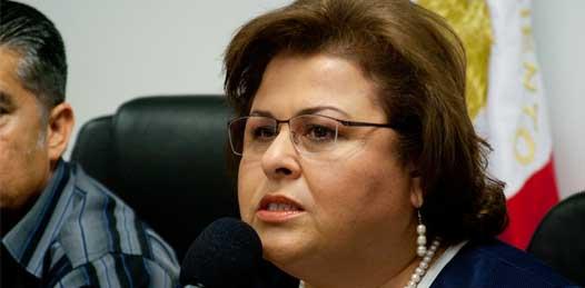 """""""Si yo tuviera oportunidad de proponer, yo diría que el Congreso nombrara al rector y que hubiera un Consejo Estudiantil que se renovara cada tres o cada cuatro años"""" señaló la alcaldesa Esthela Ponce Beltrán."""