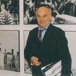 Testigo y narrador de 25 revoluciones, Kapuściński ejerció su profesión entre balas y pies descalzos, buscando la objetividad absoluta y el desapego, aun cuando sus vivencias se lo impidieron, involucrándolo profundamente con los personajes de sus reportajes.