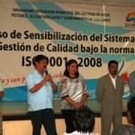 Durante el curso de capacitación impartido por Guillermo Villanueva, de la empresa de Consultoría Optiva, el Director General estuvo acompañado de la dirigente del Sindicato de Burócratas, Laura Ceseña, quien aplaudió el compromiso que tienen los trabajadores del OOMSAPASLC con la calidad de los servicios.
