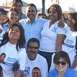 Mientras desde el día uno de campaña ha estado presente en el corazón de Comondú, Francisco Pelayo Covarrubias, candidato por el PAN para el distrito 01 estuvo haciendo pega de calcas acompañado de sus compañeros de partido en el crucero más transitado de la ciudad.