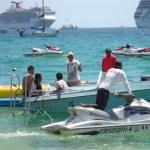 """En la actualidad, el cuerpo de Bomberos de Cabo San Lucas cuenta con un grupo integrado por más de 20 elementos salvavidas, los cuales han sido ubicados en las playas con mayor afluencia de bañistas. """"La idea es coadyuvar en una misión colectiva, tener un destino turístico de playa más seguro"""", precisó Carbajal Figueroa."""