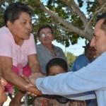 El candidato del PAN al Senado de la República, Carlos Mendoza Davis, se comprometió con ciudadanos de La Paz a gestionar tres acueductos para garantizar el abasto de agua a todos los sudcalifornianos.