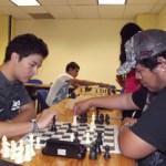 Elmer Isaías Santos León, estudiante de la carrera de Licenciado en Comunicación de la UABCS, obtuvo el primer lugar en la categoría de segunda fuerza del 1er Torneo de Ajedrez Clásico de la AAEBCS.