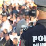 El director confirmó que los elementos de la Policía Municipal reciben poco más de seis mil pesos al mes como salario, además de ser considerados los primeros al momento de liquidar su sueldo quincena tras quincena.