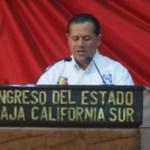 """Víctor Ernesto Ibarra Montoya subrayó que, como representantes populares, no comparten el dicho que menciona que """"la muerte laboral comienza a los 35 años"""", y que se utiliza para enfatizar que si una persona tiene más de 35 años de edad y no cuenta con un trabajo digno, es muy posible que no lo pueda encontrar en México."""