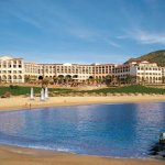 La titular de la SECTUR, Gloria Guevara, ofreció ayer una comida a sectores empresariales y desarrolladores turísticos en este destino de playa, ahí les dio a conocer que el turismo es una actividad que ofrece importantes oportunidades de inversión.