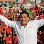 """Ricardo Barroso le recordó también al candidato del PAN la denuncia contra su compañero candidato a diputado federal, el ex perredista Arturo de la Rosa, por el desvío de más de 8 millones de pesos del Congreso local y le recordó además, el desvío de recursos del FIRA (desde Michoacán) durante la elección de 2011 para la campaña de Marcos Covarrubias. """"Deja de señalar, Carlos, y preocúpate por quienes te acompañan en este proceso"""", recomendó el candidato del PRI."""