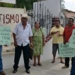 Los habitantes de San Jacinto acudieron a la Secretaría de la Reforma Agraria con pancartas, exigiendo, como otras veces, ser escuchados.