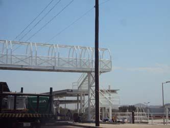 A un año de entrar el proyecto de la empresa Chedraui al ayuntamiento de Los Cabos, el regidor Julio César Castro informó que no han logrado concluir con el mismo, sin embargo lentamente se ha avanzado, muestra de ello es que en las últimas semanas, se construyó el puente peatonal que era tan necesario en el área.