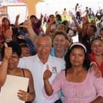 Al continuar con los cierres de campaña en los distritos electorales, Cuevas González se pronunció en contra de aquellos políticos que creen que engañan a la sociedad, cuando les dicen que buscan su beneficio en eventos internacionales, fastuosos y sin ningún impacto en la vida política y económica del estado.