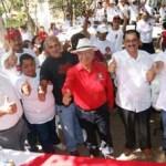 Ante centenares de cabeños aseguró que el triunfo de Ricardo Barroso, Francisco Martínez Mora y de Isaías González se deberá al pueblo y no a los grandes intereses de grupos políticos que buscan apoderarse del poder para hacerse más ricos