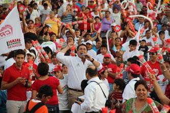"""""""Estamos contentos porque el primero de julio se consolidará el triunfo electoral que los candidatos del PRI hemos venido sembrando a lo largo y ancho del estado de Baja California Sur"""", puntualizó Ricardo Barroso Agramont."""