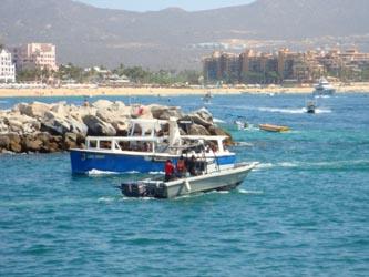 Rescatan marinos dos embarcaciones a la deriva