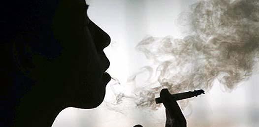 """Según cifras del Centro, en la entidad, de cada quince consumidores de tabaco, ocho se han declarado adictos, """"lo que impacta a un mayor número de personas que viven en condiciones de riesgo por este hábito, que ha generado una importante atención en los servicios de salud""""."""