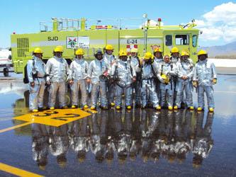 Como parte del reconocimiento por el esfuerzo de los estudiantes durante el ciclo escolar, se realizó un simulacro en la pista, donde el Cuerpo de Rescate y Extinción de Incendios (CREI), demostraron la capacidad de reacción en intervenciones aeronáuticas, apoyados por equipo de última tecnología como la unidad R1, que incluye un equipo para intervención rápida.