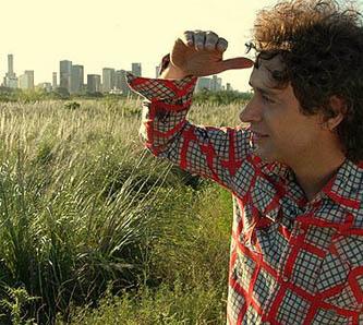 Su nombre completo es Gustavo Adrián Cerati Clark. Nació en Buenos Aires, Argentina.