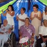 Francisca Castro y Gregorio Gaona, fueron coronados la reina y el rey de la primavera, tras recibir el fuerte aplauso de alrededor de 700 abuelos, entre ellos los que acuden a Casa de Día, quienes se reunieron en San José del Cabo para festejar el Día del Adulto Mayor, acompañados de comida, música y regalos ofrecidos por el Sistema DIF Municipal.