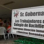 Después de realizar este lunes una marcha desde la escuela secundaría José María Morelos y Pavón hasta el Palacio de Gobierno, los trabajadores de los once planteles a lo largo del estado continuarán apostados frente al Palacio de Gobierno.