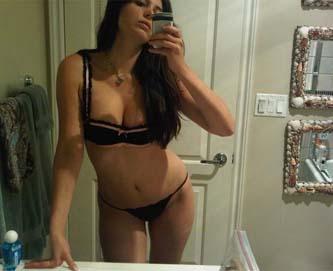 La novia de Luismi se desnuda