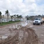 """El Director General del OOMSAPASLC, José Manuel Curiel Castro, realizó un recorrido por el puerto de Cabo San Lucas para supervisar los daños ocasionados por las precipitaciones pluviales que ocasionó el huracán """"Ileana"""" que en la madrugada de este jueves dejó más de 66 milímetros de agua."""