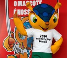 El ex futbolista Ronaldo Luiz Nazario, fue el encargado de dar la bienvenida a la mascota que incluso ya cuenta con canción oficial.
