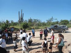 Bloquean padres de familia acceso a Las Palmas