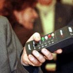 El invento también puede controlar otros aparatos como el móvil.