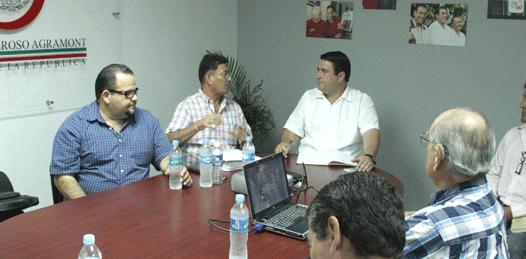Se reunió el senador Barroso con ejidatarios de San Pedro