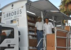 Llegó el Librobus a la plaza Juárez