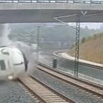 78 muertos y un centenar de heridos al descarrilar un tren en España