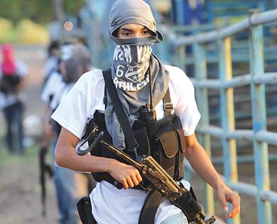 Chocan Ejército y autodefensas