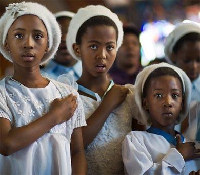 Dedica Sudáfrica día de oración a Mandela