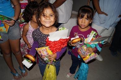 Lleva UNIPAZ alegría a los niños del Calandrio