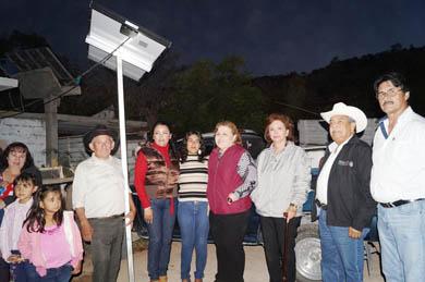 Entrega Alcaldesa sistemas fotovoltaicos en zona rural