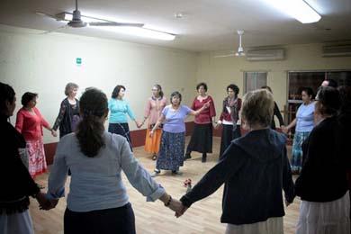 Invitan al taller de danzas circulares