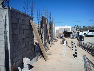 Supervisan construcción de centros comunitarios Predel