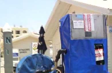 Les niegan el servicio de carga de combustible