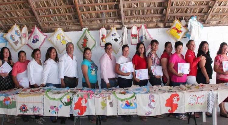 Clausuran  talleres  en la comunidad de San Javier