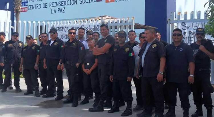 Se manifiestan custodios de los Ceresos de todo el estado