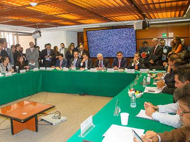 Diputados debaten 2 últimos dictámenes energéticos